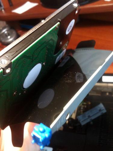 отсоединить рамку и поставить на новый HDD